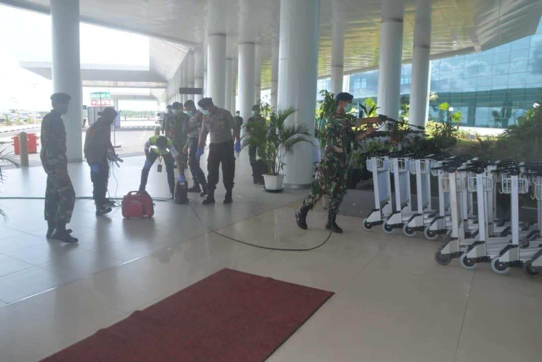 Penyemprotan Desinfektan di Bandara Internasional Syamsudin Noor Cegah Penyebaran Covid-19