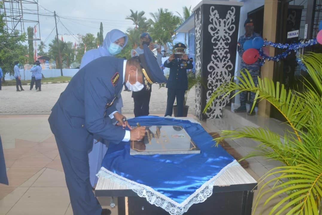 Lanud Sjamsudin Noor Gelar Upacara Peringatan HUT TNI AU ke-74 Secara Sederhana