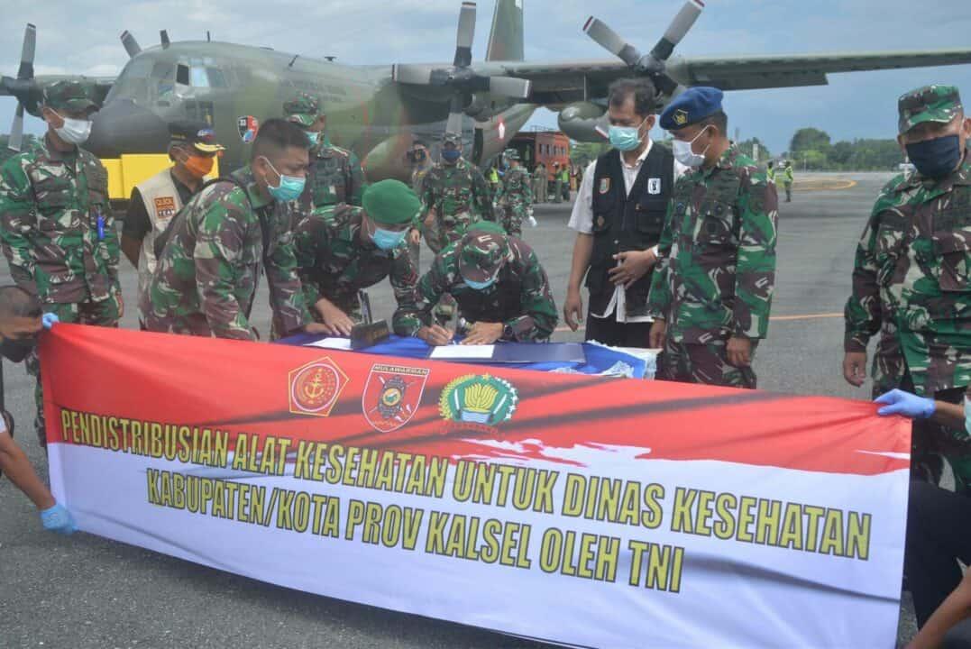 TNI AU Bantu Distribusikan Bantuan APD Dan Masker Dari Kemenkes RI Untuk Provinsi Kalimantan Selatan Tahap Ketiga