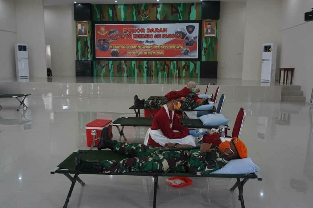 Batalyon Komando 465 Paskhas Melaksanakan Kegiatan Donor Darah dan Rapid Test Covid-19