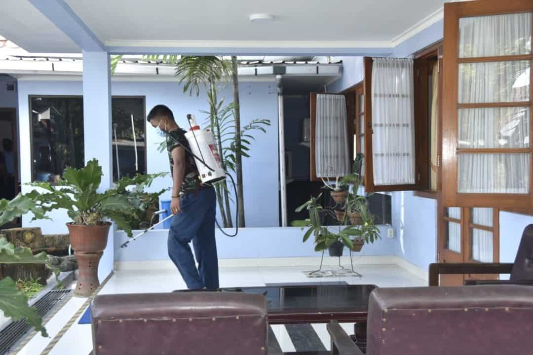 Antisipasi Covid 19, Lanud Adisutjipto laksanakan penyemprotan disinfektan di rumah dinas