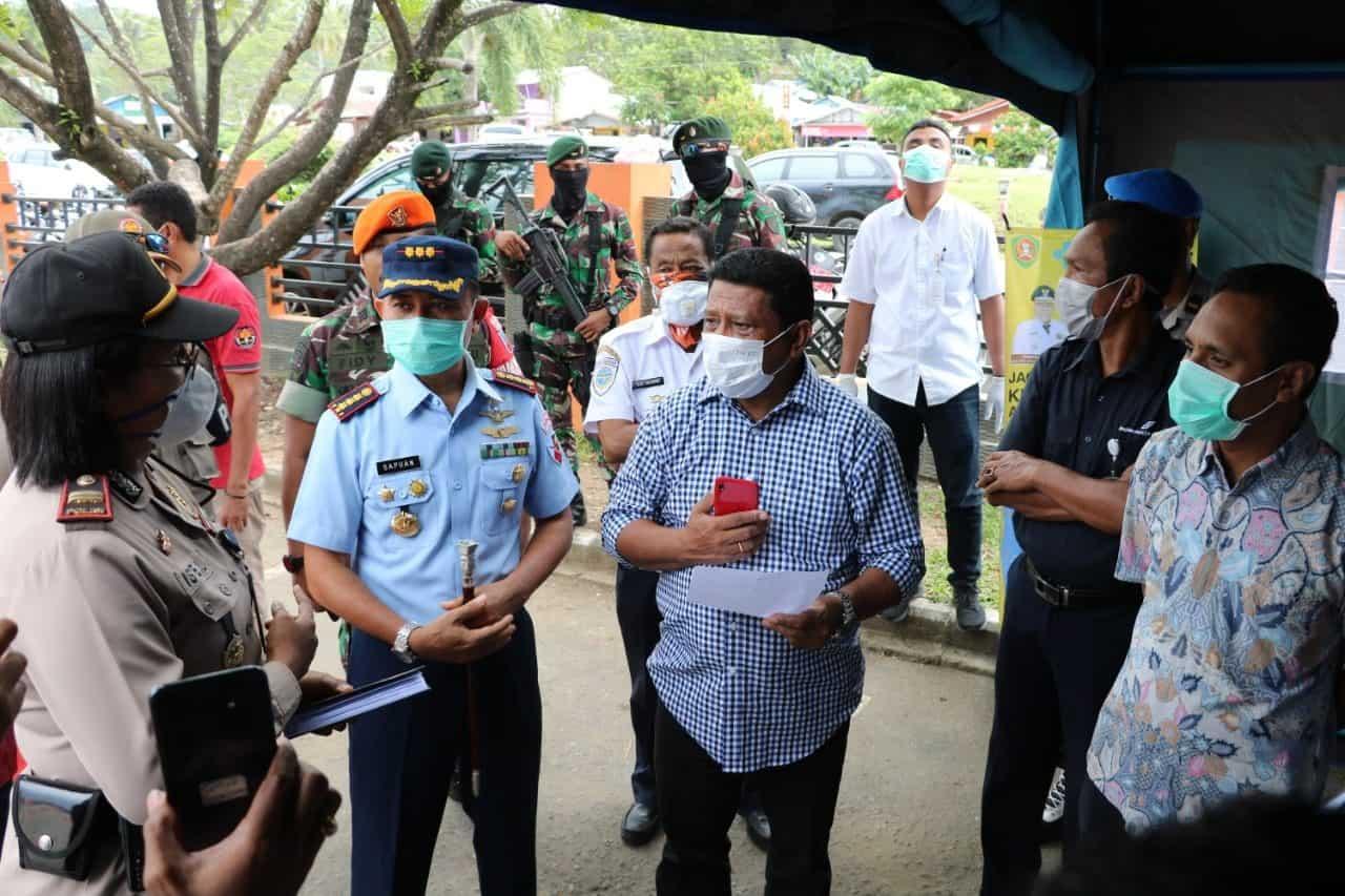 Danlanud Pattimura Dampingi Ketua DPRD Maluku Tinjau Pos Gugus Tugas Covid-19 di Bandara Pattimura Ambon