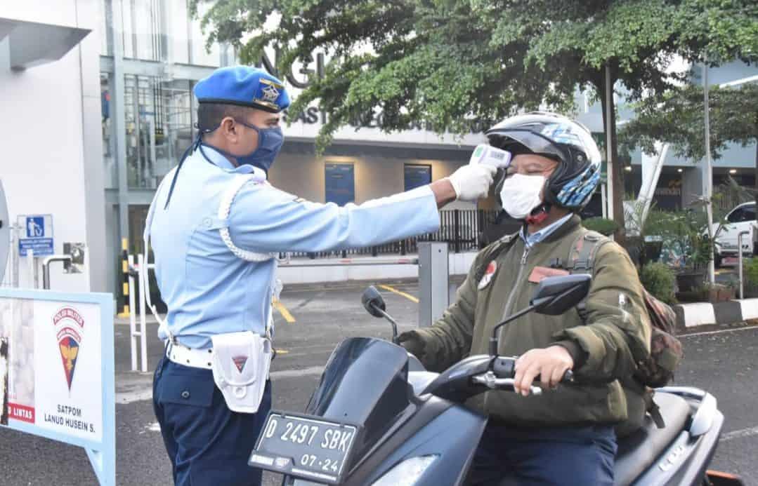Cegah Covid-19, Masuk Lanud Husein Sastranegara Wajib Periksa Suhu Tubuh bagi Seluruh Personel