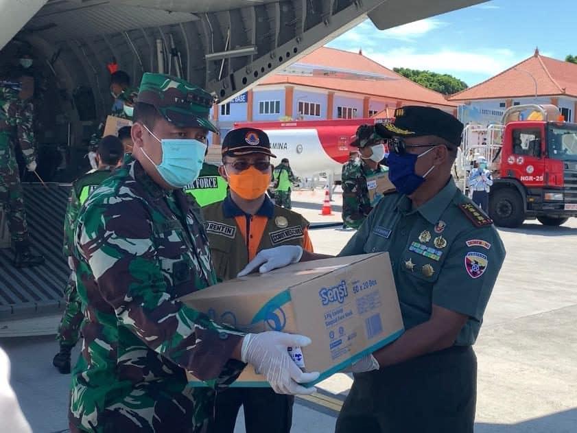 Pesawat TNI AU Pembawa Ribuan Alkes Tiba di Bali