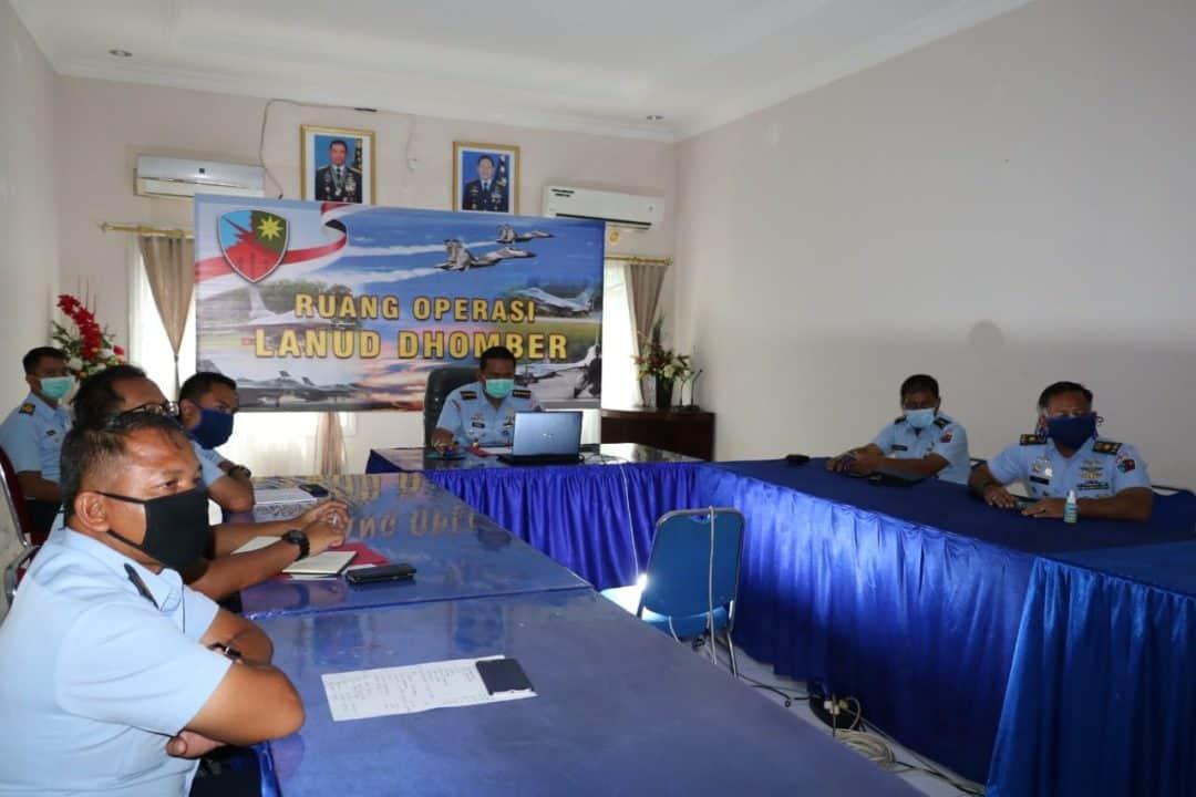 Komandan Lanud Dhomber Ikuti Pengarahan Pangkoopsau II Melalui Video Conference