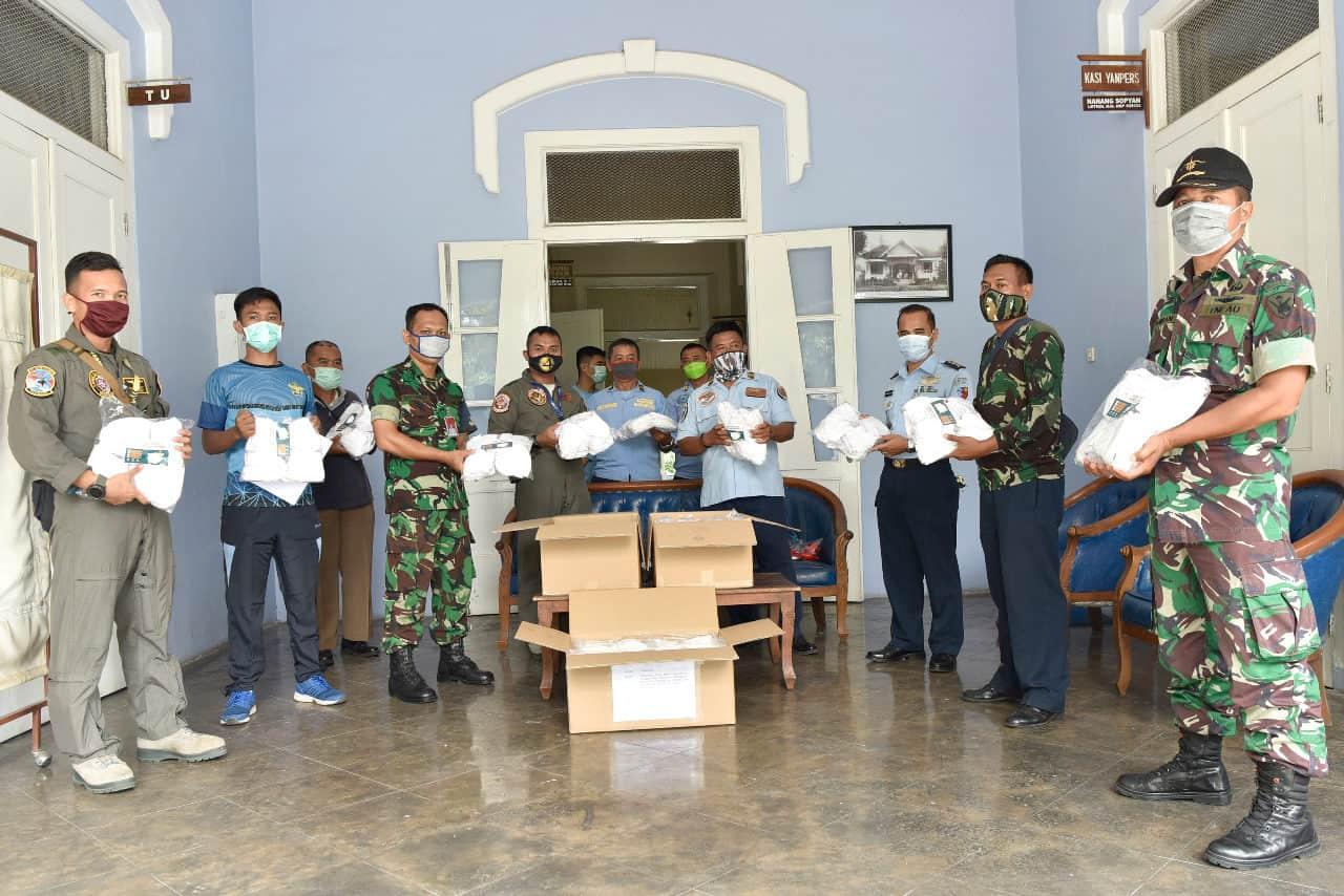 Antisipasi Covid 19, Danlanud Adisutjipto berikan masker kepada anggota Lanud Adisutjipto