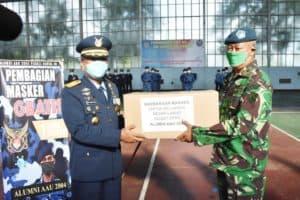 Alumni AAU 2004 berikan bantuan Masker kepada Lanud Adisutjipto