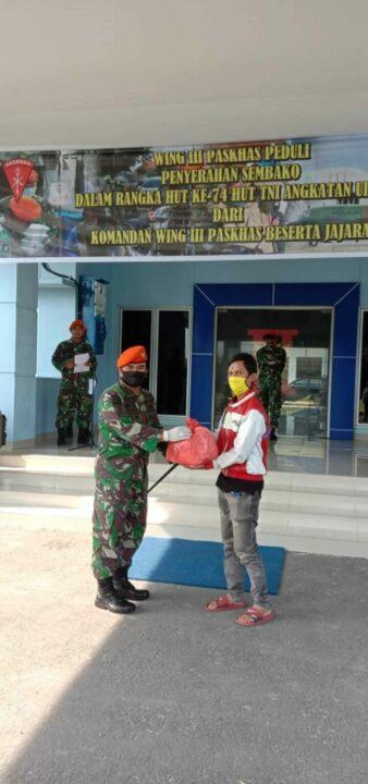 Peduli Pada Masyarakat Terdampak Covid-19, Wing III Paskhas Bagikan 1000 Paket Sembako