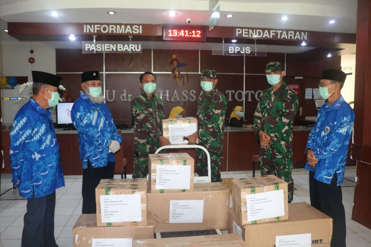 Ketua PPAU Cabang 08 Bogor Beri Bantuan APD, Masker, Hand Sanitizer dan Termometer Gun ke RSAU dr. M. Hassan Toto Lanud Ats