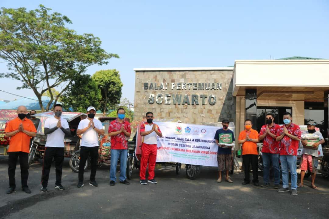 Kosekhanudnas III Bersama PSMTI Sumut Salurkan Sembako Pada Warga Terdampak Covid-19