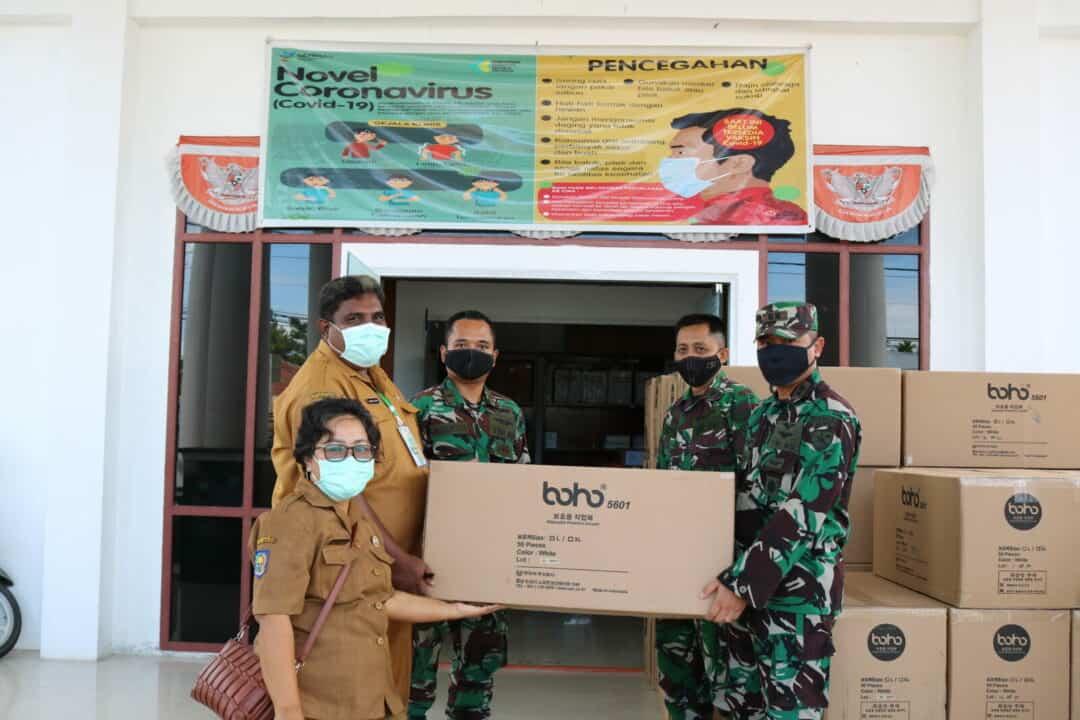 Lanud Yohanis Kapiyau Distribusikan APD Untuk Posko Covid-19 Kab Mimika
