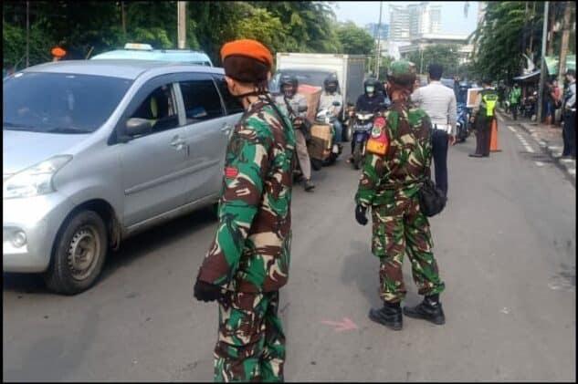 Satgas PSBB TNI AU Law Enforcement di Senayan City
