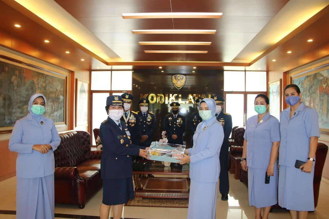 Ketua PIA AG Gab II Kodiklatau Sumbangkan Masker