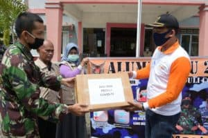 Alumni AAU 2004 Bagikan Masker untuk Masyarakat Tanjungpinang