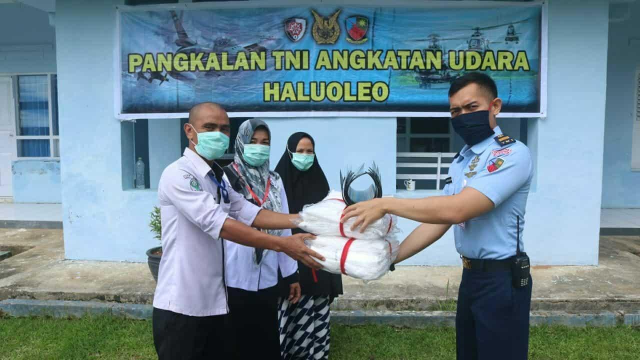 PESAWAT HERCULES TNI AU ANGKUT ALKES UNTUK LANUD HLO