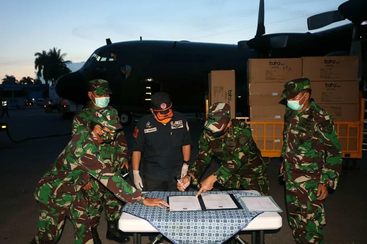 60 koli APD mendarat di Lanud HLO dengan Pesawat Hercules