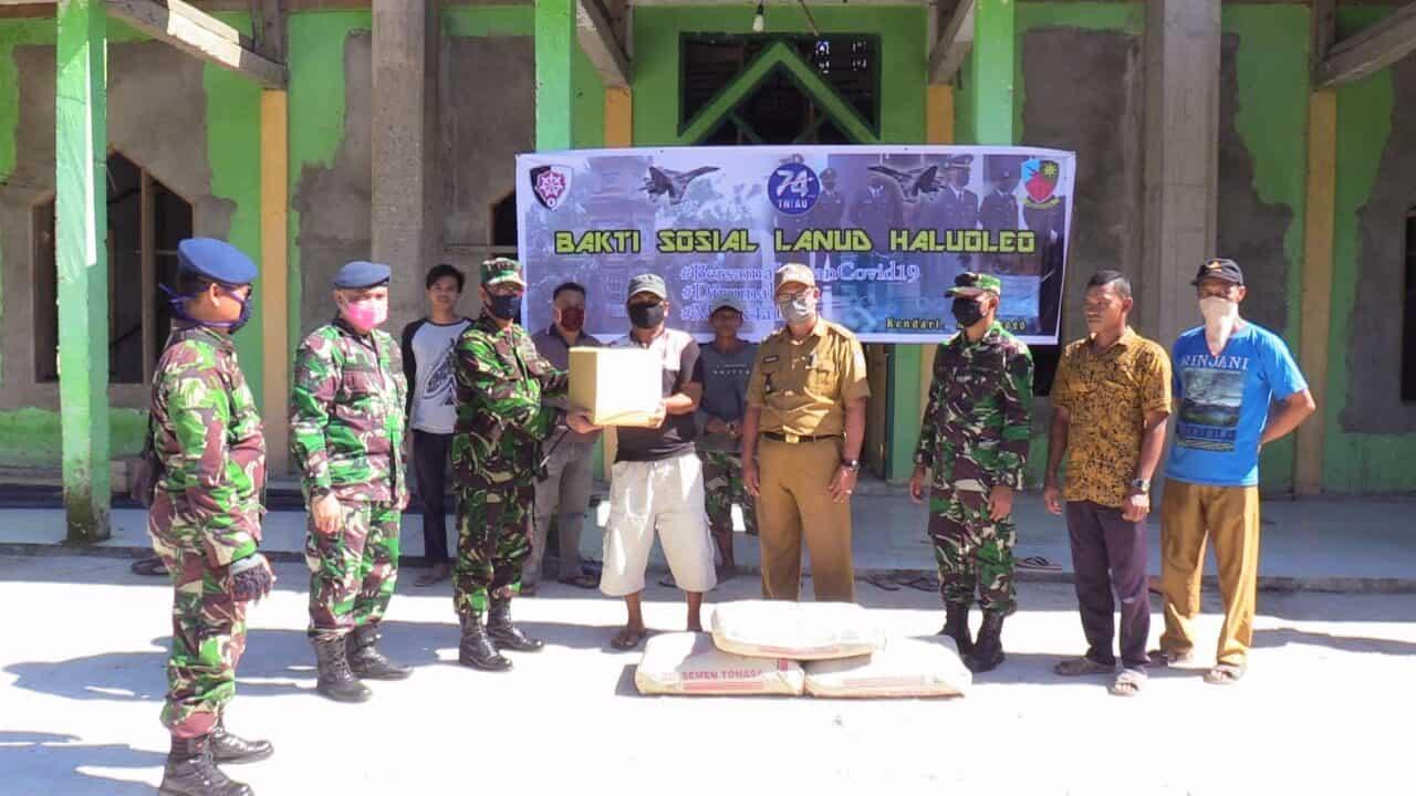 Bakti Sosial Lanud HLO dalam Rangka Peringatan HUT ke-74 TNI AU