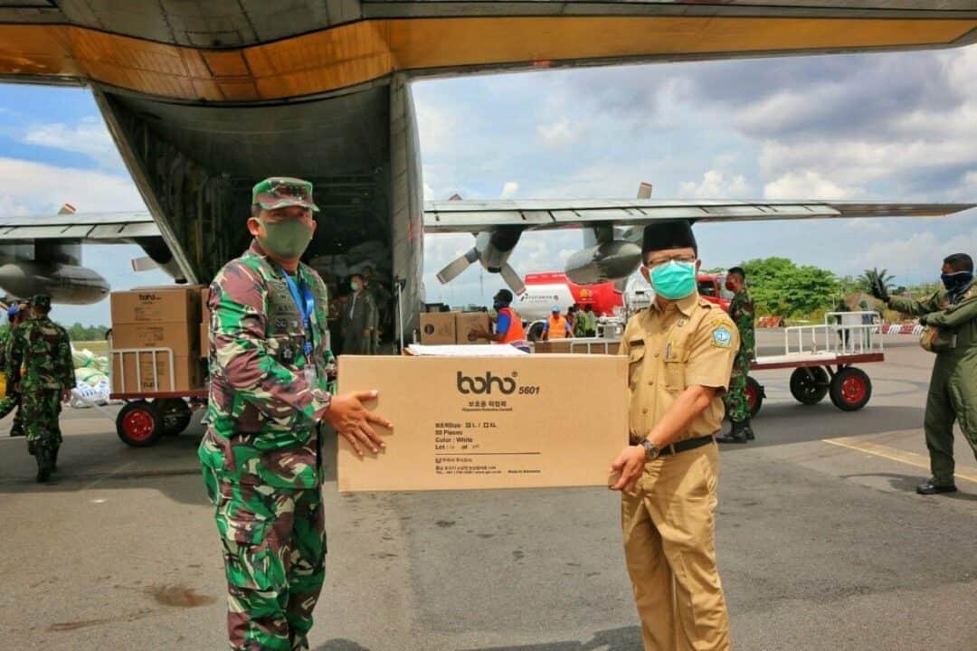 Danlanud RHF Kembali Serahkan Bantuan 5.000 APD Untuk Wilayah Kepri