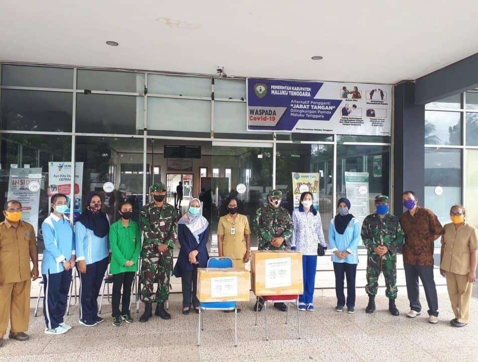 Lanud D. Dumatubun Distribusikan Bantuan APD di RSUD Karelsadsuitubun Langgur