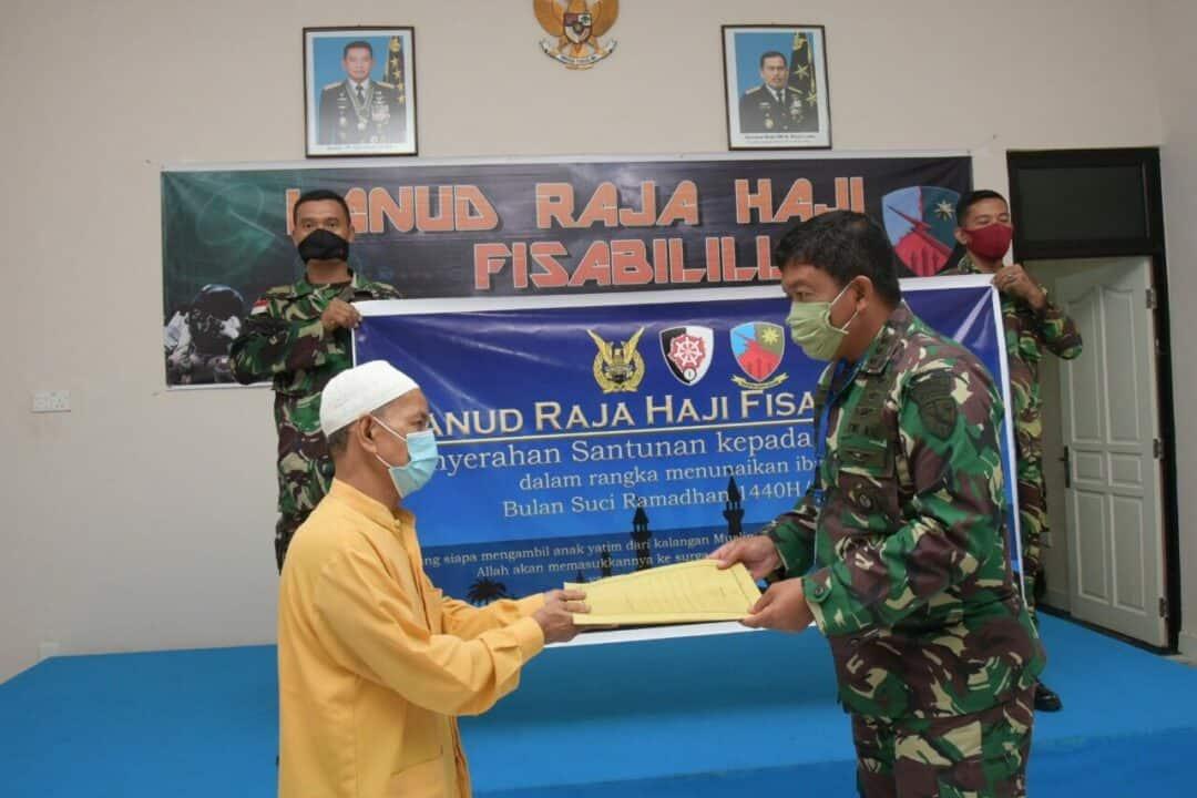 Lanud RHF serahkan Santunan kepada 40 Anak Yatim Piatu dan Masyarakat Sekitar