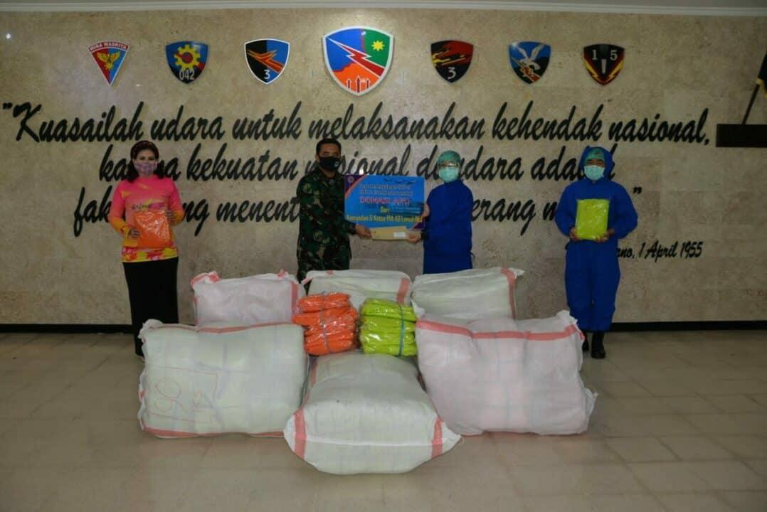 Dukung Penanganan Covid-19, Danlanud dan Ketua PIA AG Lanud Iswahjudi Donasikan APD