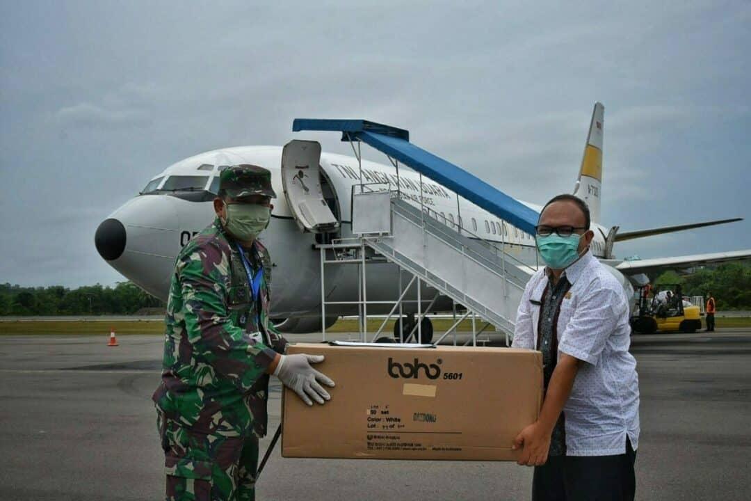 Lagi, Lanud RHF Serahkan Bantuan 5.800 APD Untuk Provinsi Kepri