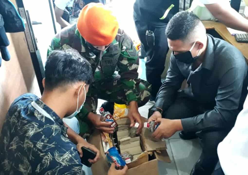 Satgas Pamrahwan Yonko 462 Paskhas Gagalkan Pengiriman Minuman Keras