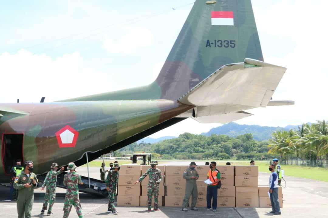 Pesawat TNI AU Kembali Bantu Penyaluran APD Yang Ke-Enam Ke Maluku