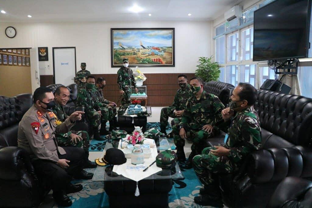 Kapolda Jatim Anjangsana kepada Komandan Lanud Abd Saleh