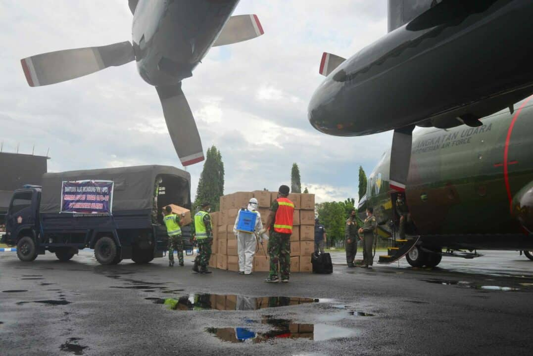 Melalui TNI AU, Bantuan APD Bagi Tenaga Medis di Kalimantan Selatan Terus Mengalir