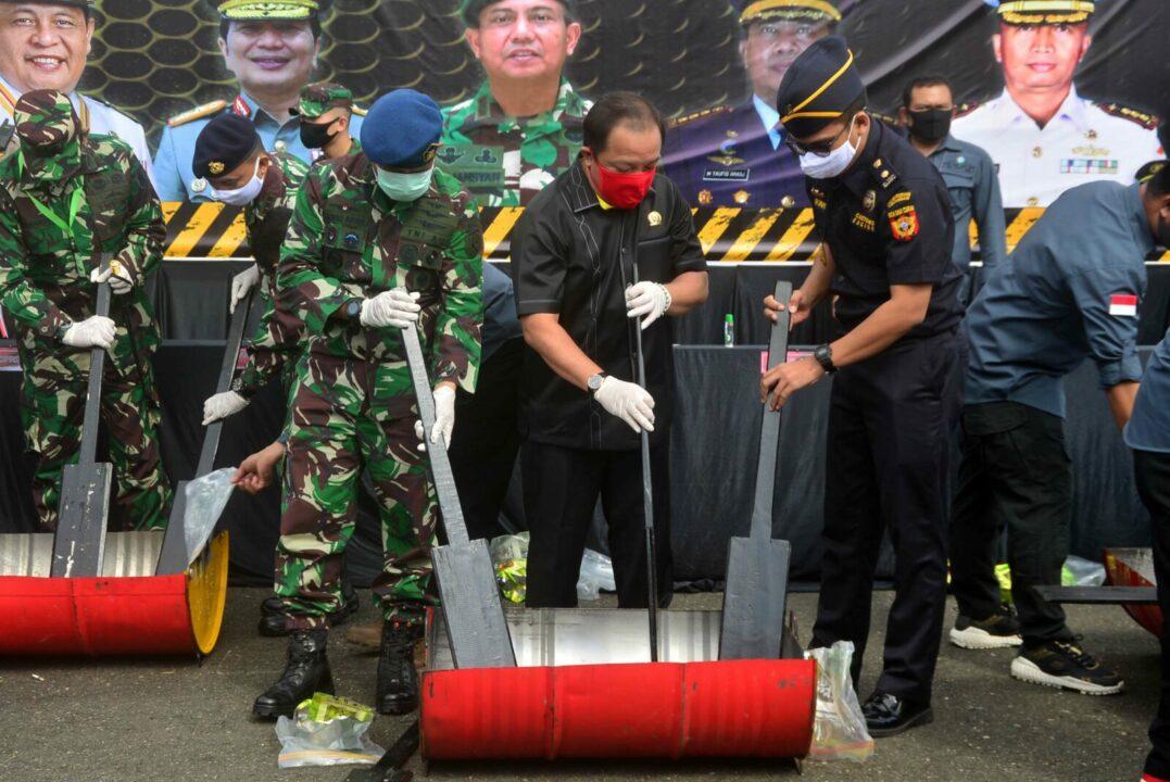Serius Perangi Narkotika, Komandan Lanud Sjamsudin Noor Ikuti Pemusnahan Barang Bukti Narkoba