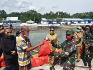 Danlanud Sam Ratulangi Bersama Forkopimda Baksos Sepanjang Pantura Sulawesi Utara