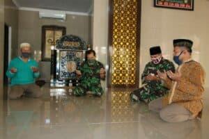 Penyerahan Zakat Fitrah Ramadan 1441 H kepada Panitia Zakat Masjid Abdurrachim Lanud Adisutjipto