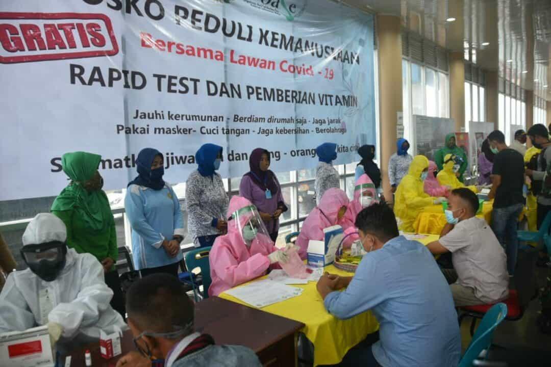 Dharma Pertiwi Cab R Sabang, Adakan Rapid Test Dan Pemberian Vitamin Kepada Penumpang Kapal Di Pelabuhan Balohan Sabang.