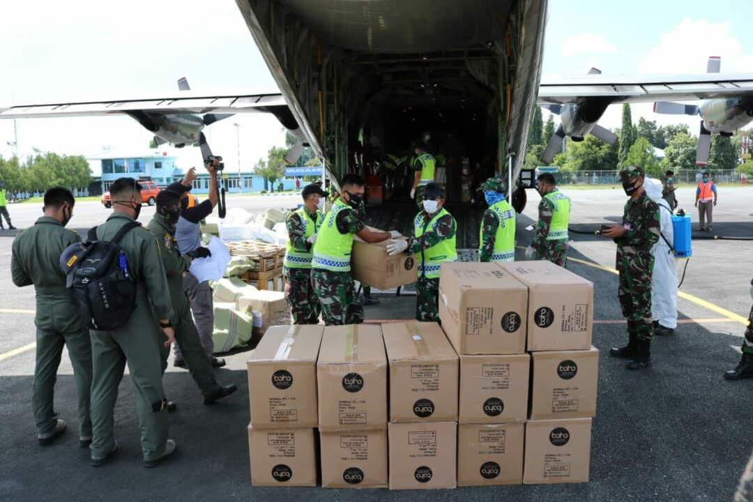 TNI AU Terus Lakukan Bantuan Dengan Distribusikan Bantuan APD Dari Kemenkes RI Dalam Mendukung Percepatan Penanganan Covid-19 di Kalimantan Selatan Pada Tahap Kedelapan