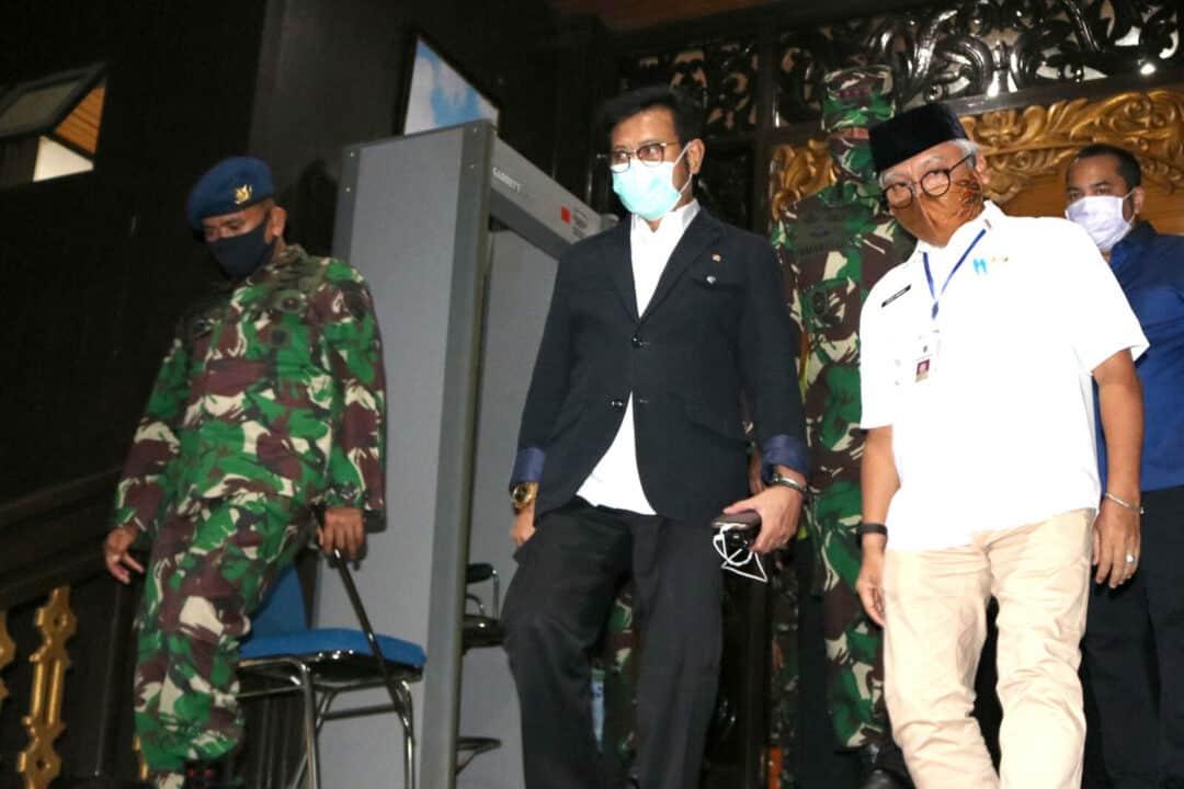 Komandan Lanud Sjamsudin Noor Turut Sambut Kedatangan Menteri Pertanian RI
