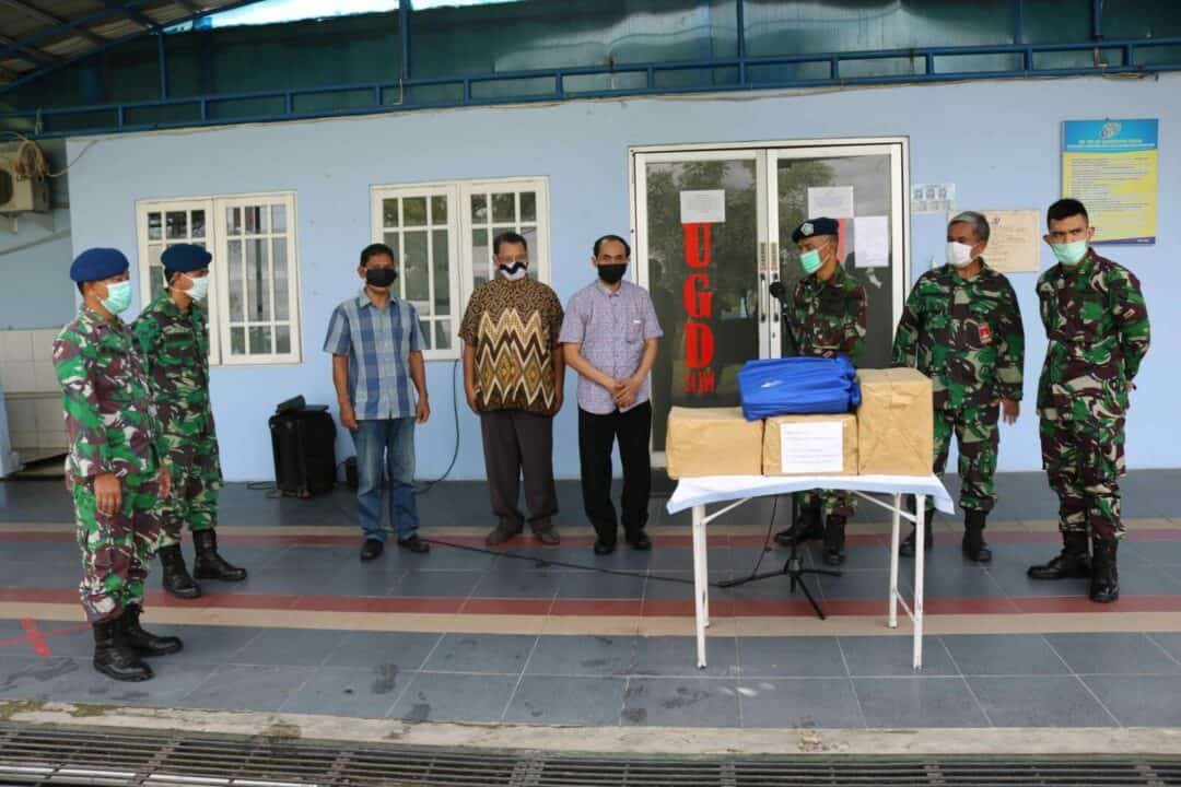 Gereja GPIB Immanuel Lanud Sjamsudin Noor Peduli Tenaga Medis Rumah Sakit Lanud Sjamsudin Noor Sebagai Garda Terdepan Hadapi Covid-19