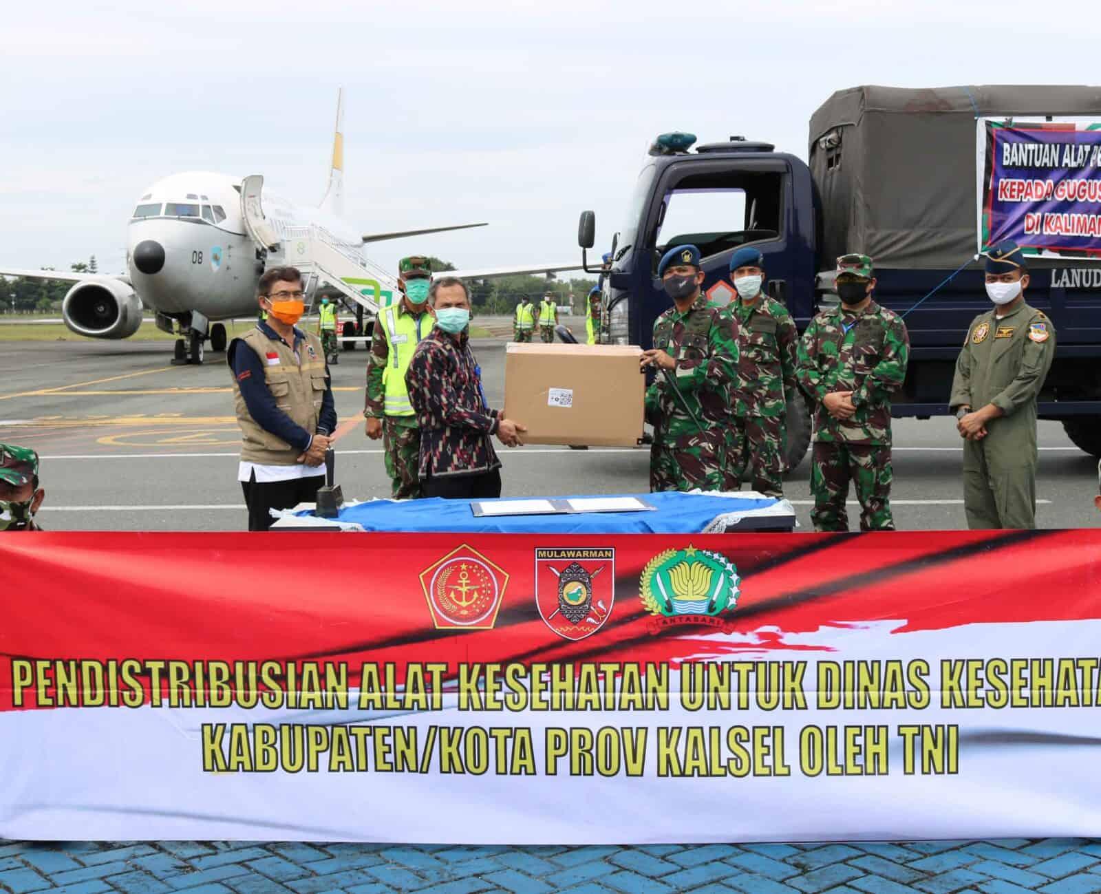 Kembali TNI AU, Bantu Distribusikan APD Bagi Tenaga Medis di Kalimantan Selatan