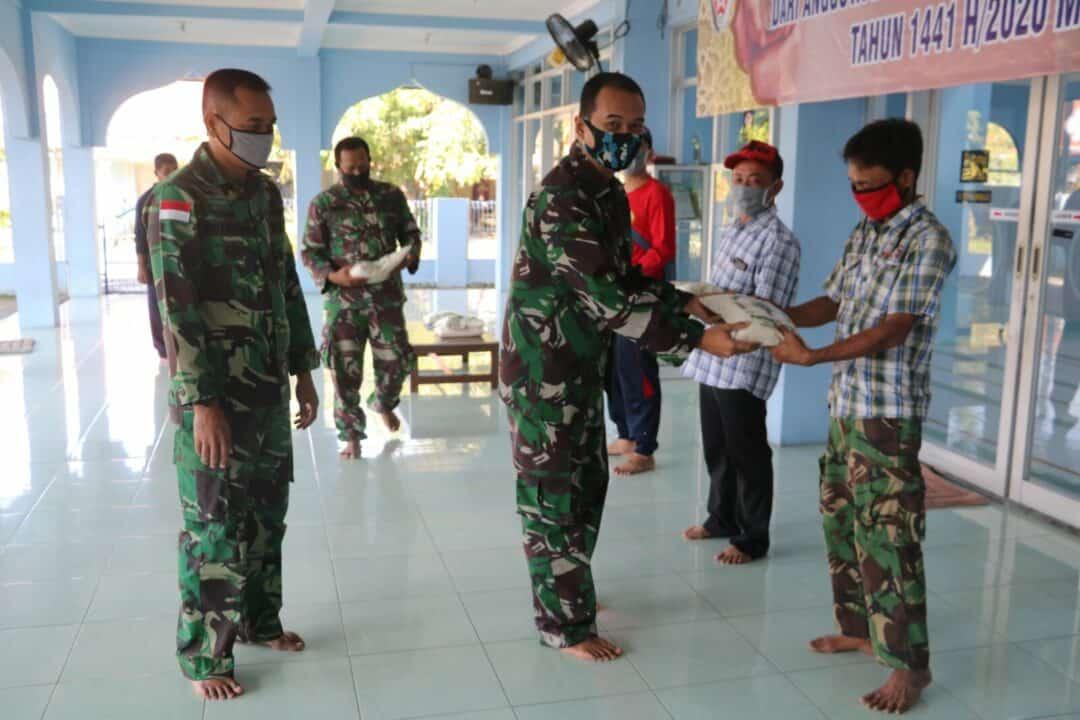 Penyaluran Zakat Fitra di Lanud Muljono