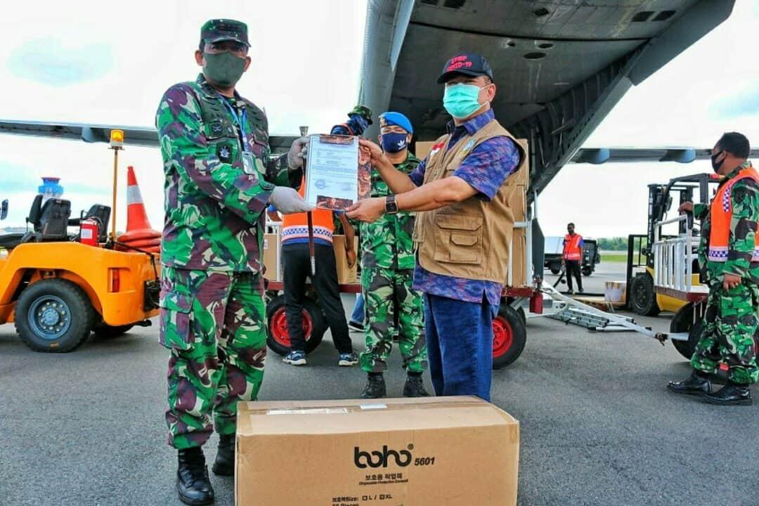 Lanud RHF Kembali Serahkan 2.500 APD kepada Dinas Kesehatan Provinsi Kepri
