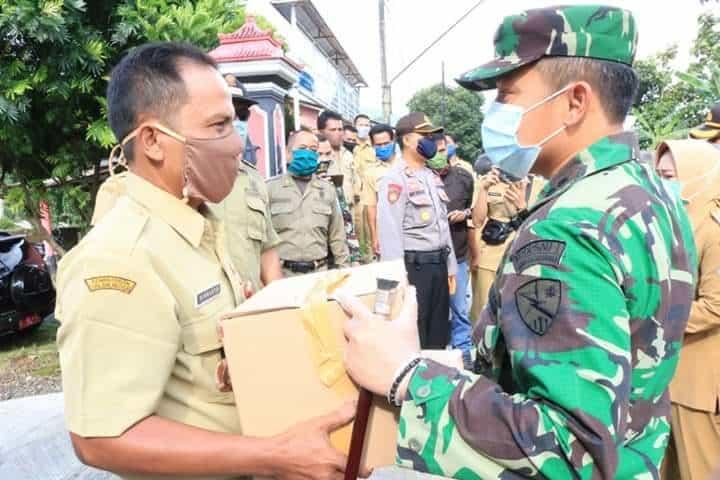 Danlanud J.B. Soedirman Bagikan Paket Sembako Kepada Masyarakat yang Terdampak PSBB Lokal di Wilayah Kabupaten Purbalingga
