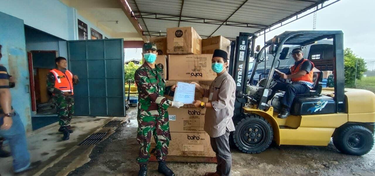 Lanud RHF Kembali Serahkan 2.450 APD untuk Kepulauan Riau