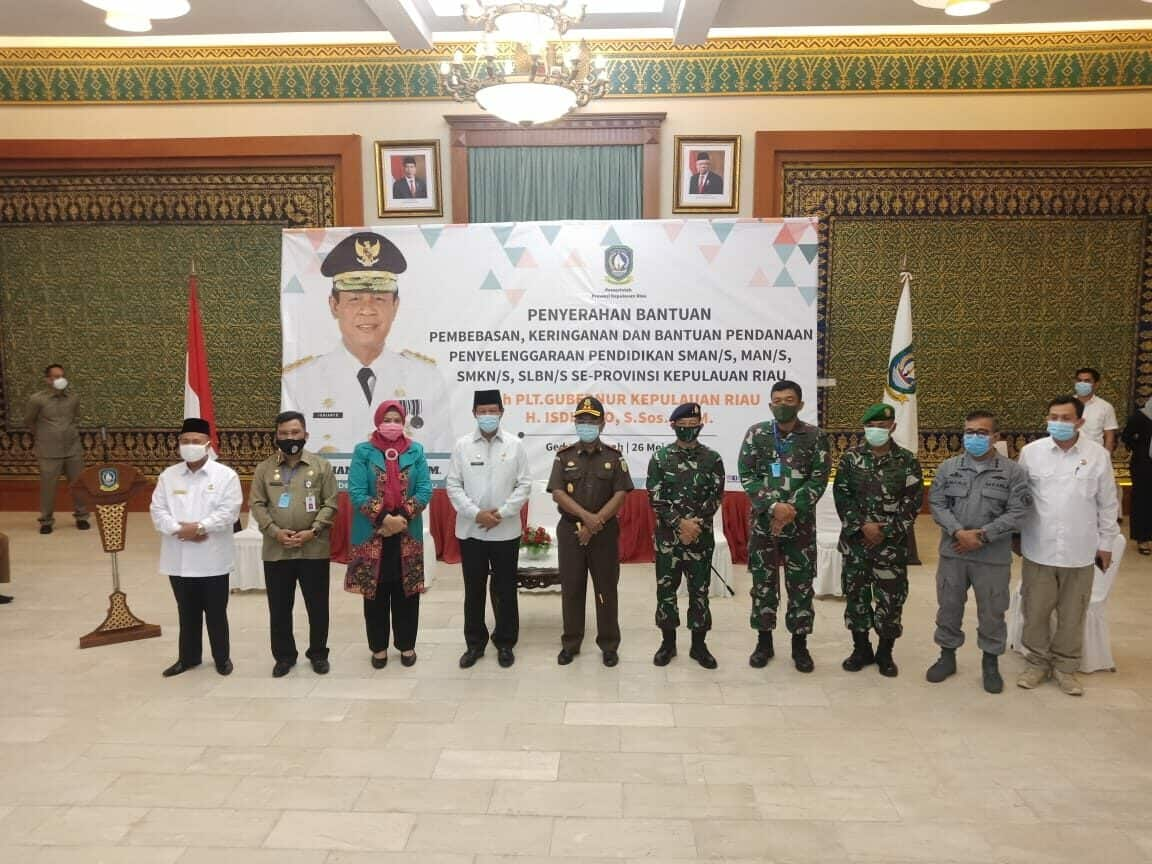 Danlanud RHF Hadiri Penyerahan Bantuan SPP ke SMA, SMK, SLB, dan MA di Provinsi Kepulauan Riau