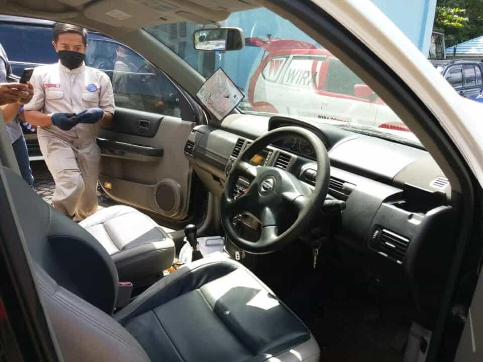 Cegah Penyebaran Covid-19 Lanud Sjamsudin Noor Bekerjasama Dengan PT. Wira Toyota Banjarbaru Melaksanakan Fogging Pada Mobil Dinas