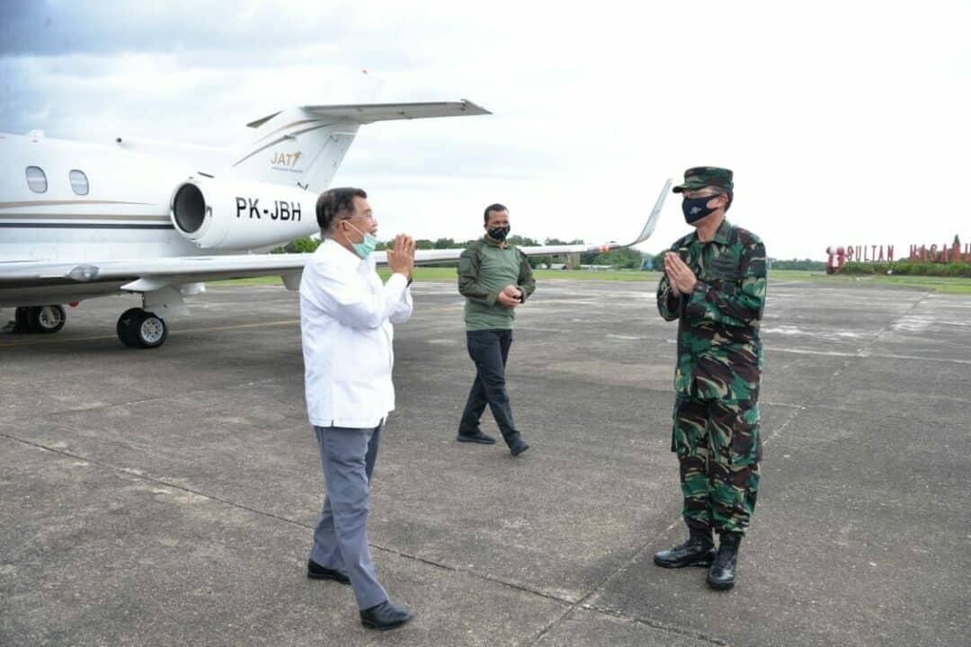 Danlanud Sambut Kedatangan Ketua Umum PMI Drs.H.M. Jusuf Kalla di Galaktika Lanud Sultan Hasanuddin