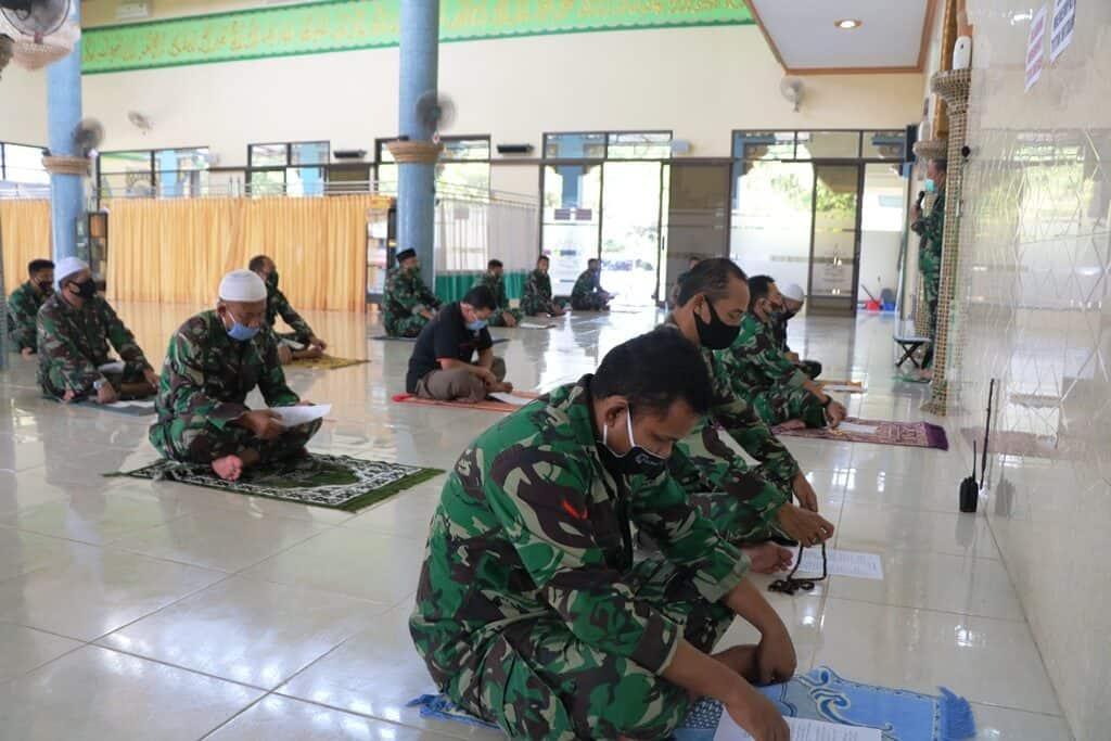 Personel Lanud Abdulrachman Saleh Laksanakan Doa Bersama