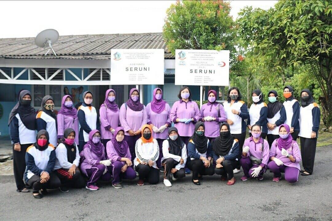 Ketua IKKT PWA Cabang 04 Kosekhanudnas III Kunjungi Posyandu Seruni