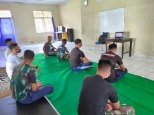 Personel Lanud Sam Ratulangi Menyaksikan Upacara Hari Lahir Pancasila Secara Daring