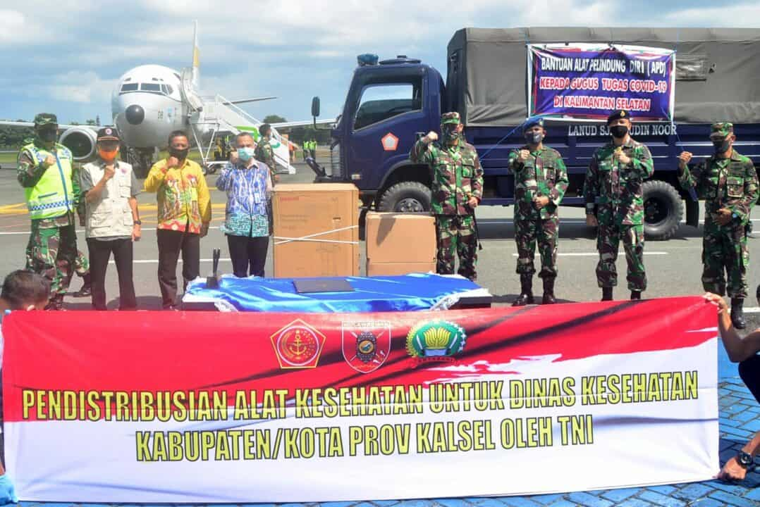 Sebanyak 10.000 Pcs APD dan 4 Unit Ventilator Didistribusikan Oleh Pesawat TNI AU Untuk Gugus Tugas Covid-19 Kalimantan Selatan