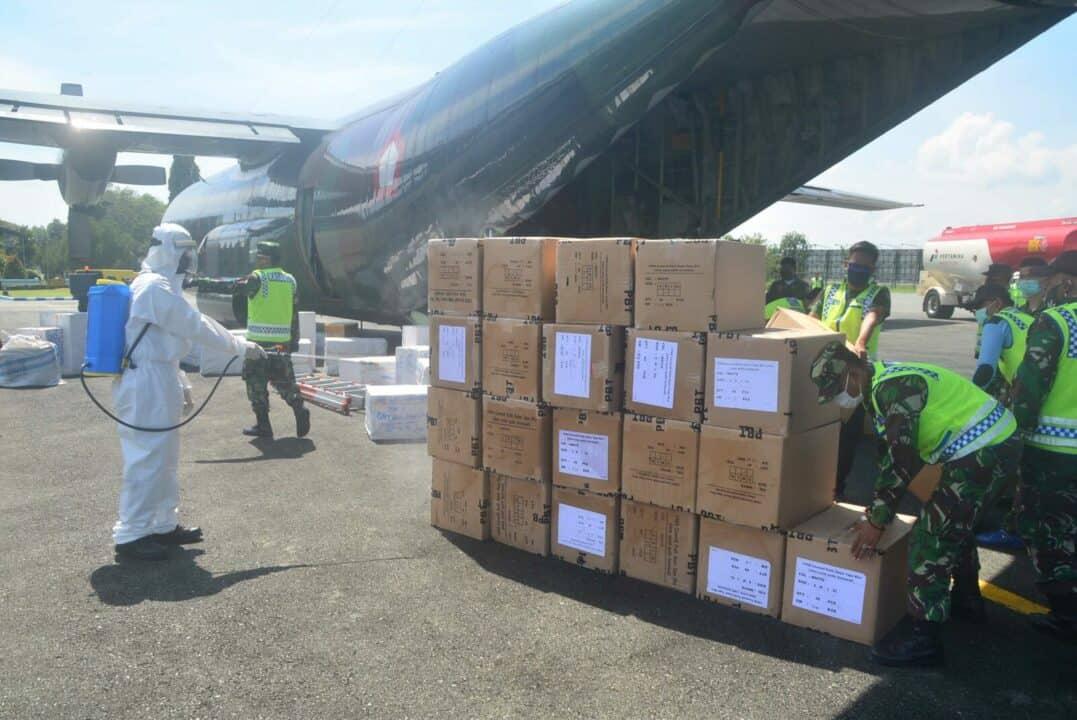 APD Tahap Kelimabelas Untuk Kalimantan Selatan Tiba di Lanud Sjamsudin Noor